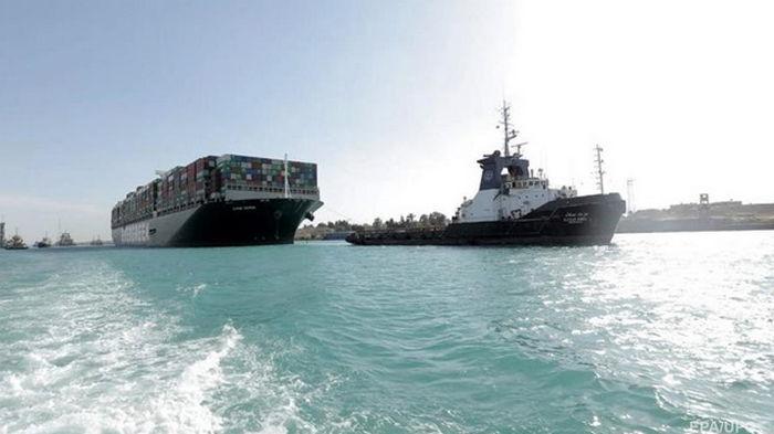 Руководство Суэцкого канала оценило потери от пробки