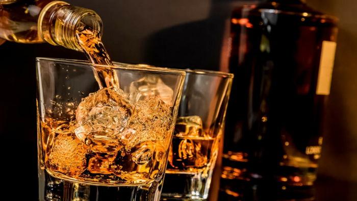 Алкоголь и COVID-19: можно ли употреблять напитки во время вакцинации и болезни