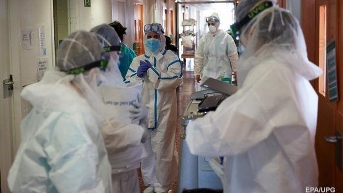 В Украине от коронавируса умерли почти 550 медиков