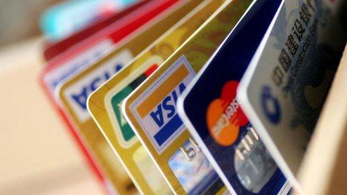 В 2020-м украинцы с карточек спустили за рубежом 4 млрд долларов