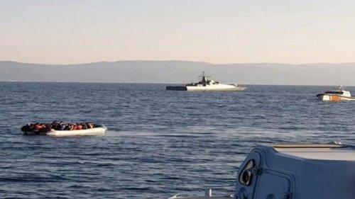 Турецкие катера мешали греческой береговой охране перехватить мигранто...