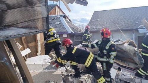 В Киеве после взрыва обрушилось двухэтажное здание: под завалами могут быть люди