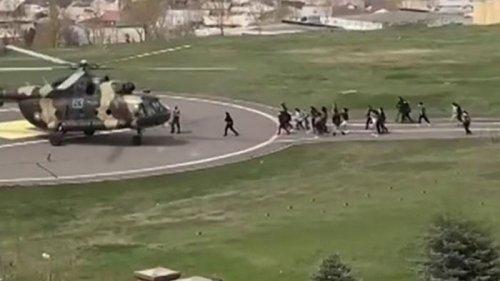 В Армении вертолетами эвакуируют сотрудников Минобороны (видео)