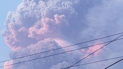 На острове Сент-Винсент извергается вулкан, эвакуируют тысячи людей (в...