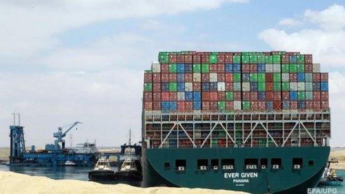 Перекрывшее Суэцкий канал судно арестовано – СМИ