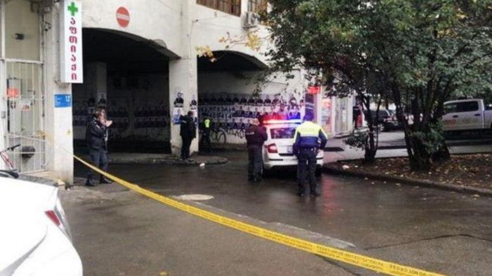 В Грузии в банк ворвался вооруженный человек: есть заложники