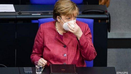 Меркель сделала прививку вакциной AstraZeneca