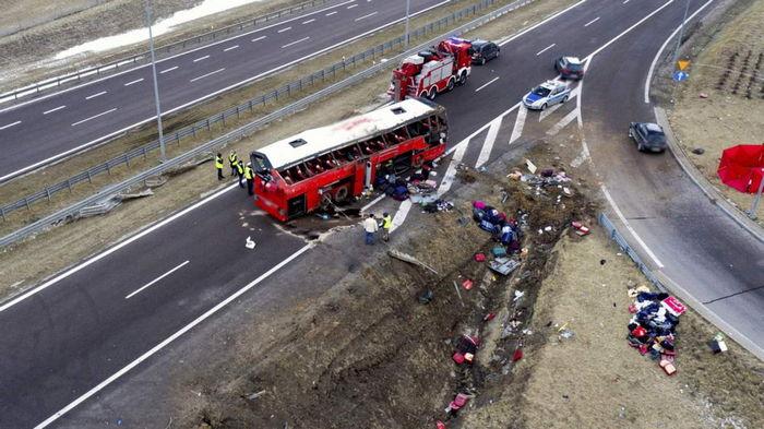 В Польше временно закрыли съезд с дороги на месте, где два украинских автобуса попали в ДТП