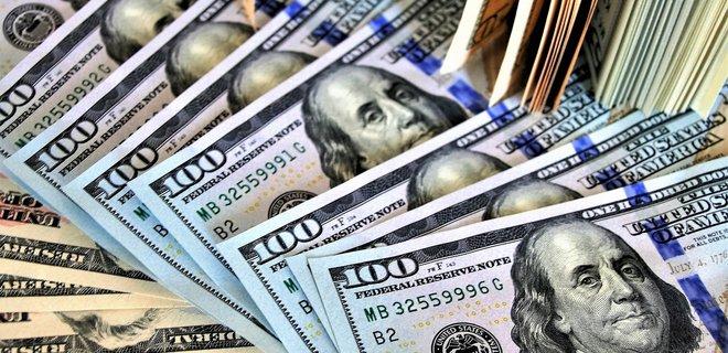 На межбанке доллар немного подешевел