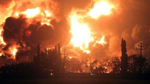 В ЮАР разбушевался пожар: огонь уничтожил кампус и мельницу XVIII века – видео бедствия