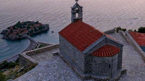 Черногория отменила все ограничения для туристов из четырех стран