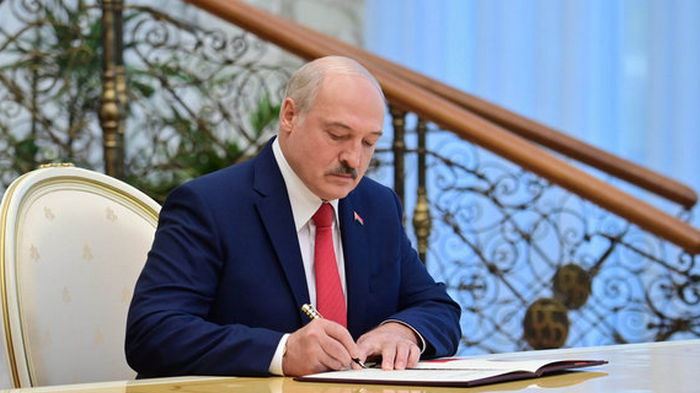 В Беларуси будут изымать валюту. Лукашенко подписал указ