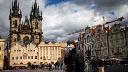Открывают магазины и рынки. Чехия решила ослабить карантин