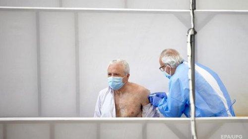 За сутки COVID-вакцину получили 14 тысяч украинцев