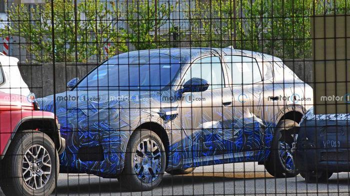 Компактный кроссовер Maserati заметили на тестах
