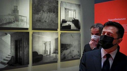 Зеленский и гендиректор МАГАТЭ посетили выставку о Чернобыле