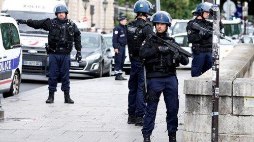Уроженец Туниса напал на полицейский участок во Франции: одна сотрудница погибла