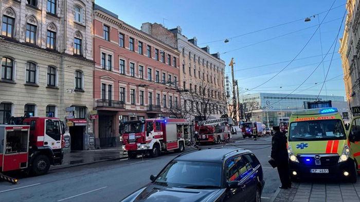 В Риге горел хостел, погибли восемь постояльцев (фото)