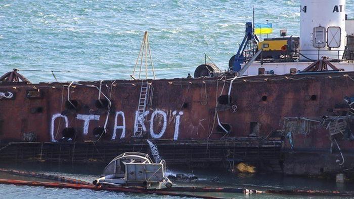 На месте аварии танкера Delfi в Одессе очистили дно