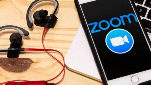В Zoom появилась новая функция, которая объединяет участников видеозвонков в одной комнате