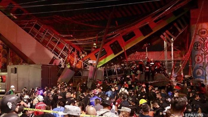 В Мехико мост рухнул под поездом, 15 жертв (видео)