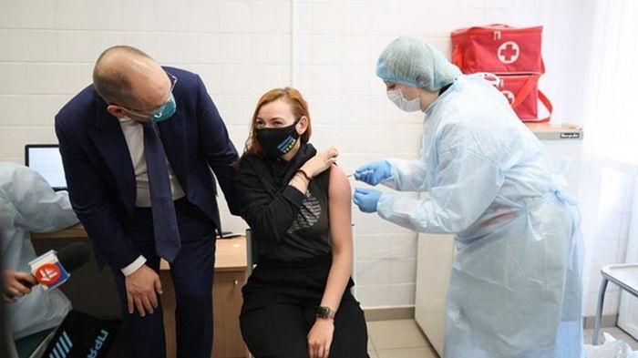 МОЗ уничтожил данные публичных лиц, хотевших вакцинироваться вне очереди