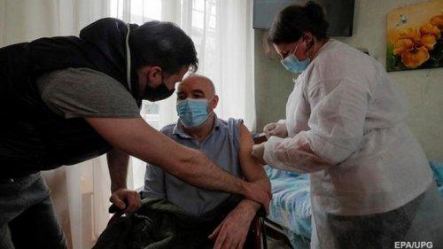 В Украине двумя COVID-дозами привито 303 человека