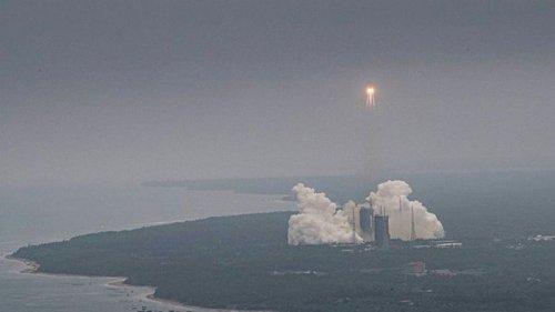 Появилось фото неуправляемой китайской ракеты