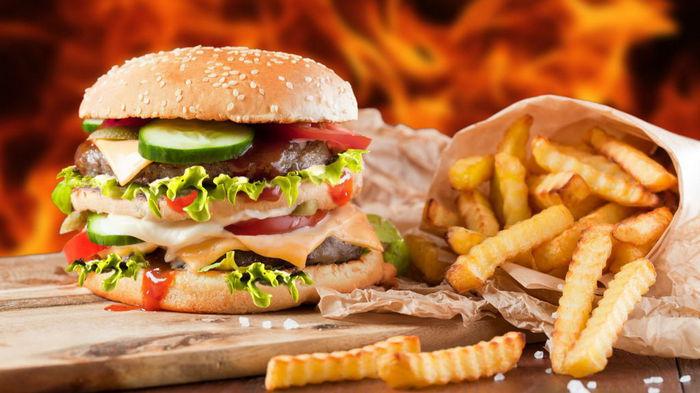 Великобритания запретит рекламу нездоровой еды в Интернете