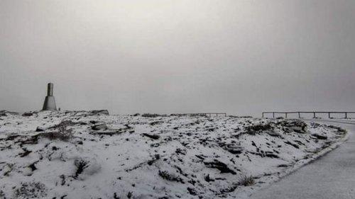 На Португалию обрушился снегопад (видео)
