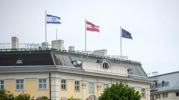 В Австрии на крыше ведомства канцлера подняли флаг Израиля