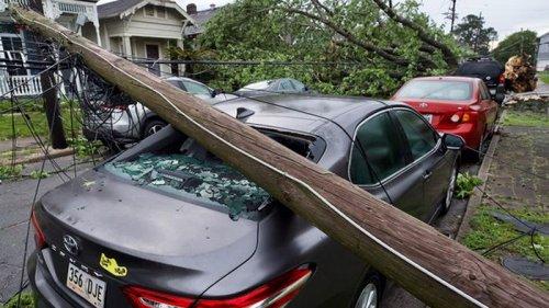 Торнадо в США повредил дома и авто (видео)