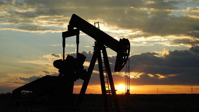 Цены на нефть упали из-за запасов в США