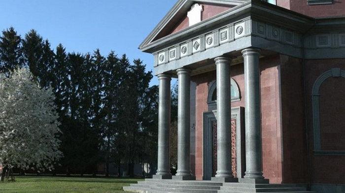 Аграрий на Черниговщине построил себе мавзолей за три миллиона долларов (фото)