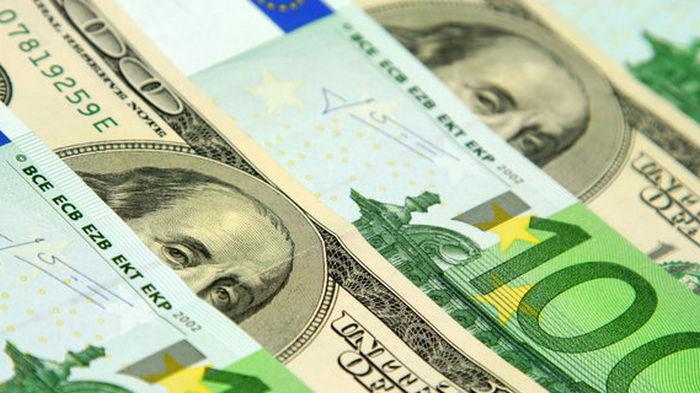 На межбанке доллар и евро подорожали