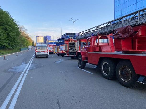 В Киеве горело административное здание Эпицентра