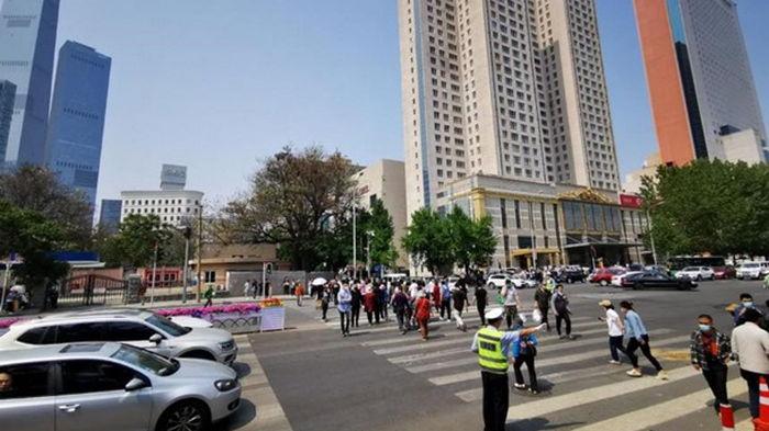 В Китае авто на скорости влетело в людей на переходе, есть жертвы