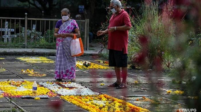 В Индии число жертв пандемии превысило 300 тысяч