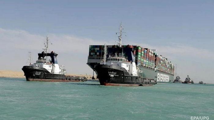 Названа сумма компенсации Суэцкому каналу за ЧП с судном
