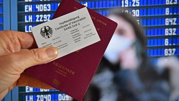 Саммит ЕС призвал к скорейшему внедрению COVID-сертификатов