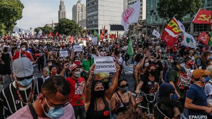 В Бразилии прошли протесты из-за политики президента по борьбе с COVID (видео)