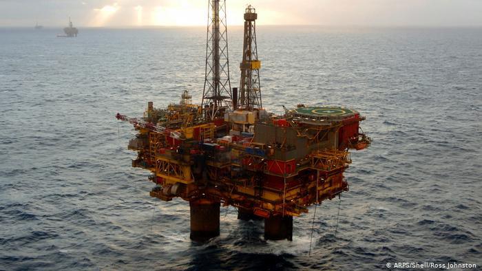 Нефть дорожает перед встречей ОПЕК+