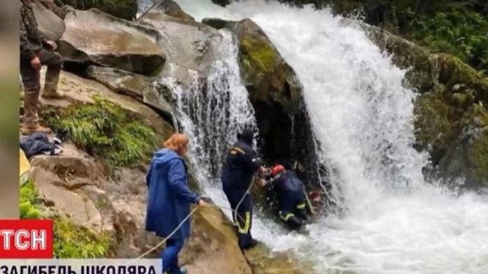 Стали известны подробности гибели школьника на экскурсии к водопаду (видео)