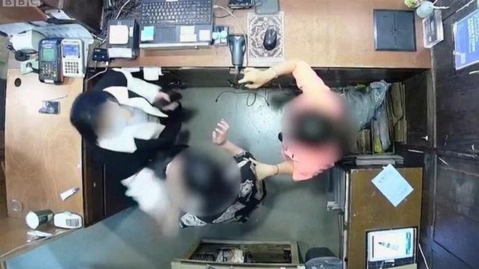 В Сеуле жена посла Бельгии ударила сотрудницу магазина (видео)