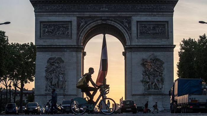 Франция откроет границы для полностью вакцинированных туристов