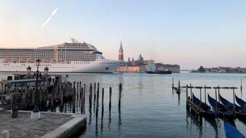 В Венецию впервые с начала пандемии прибыл круизный лайнер