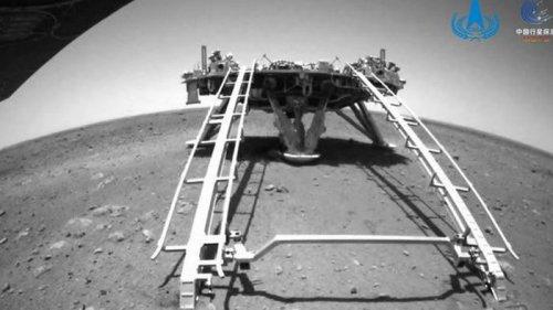 Китай опубликовал снимок ровера Zhurong с орбиты Марса