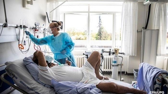 В Украине COVID-19 заболели 1385 человек за день