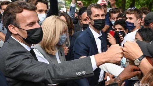 Пощечина Макрону: задержанный заявил, что не думал бить президента