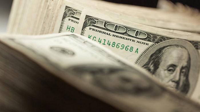 На межбанке курс доллара упал ниже 27 грн